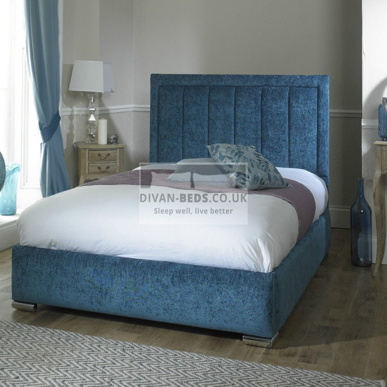 Fabric Upholstered Bed With Storage